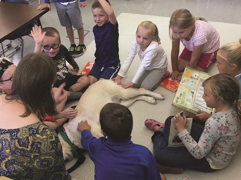 kids with therapy dog