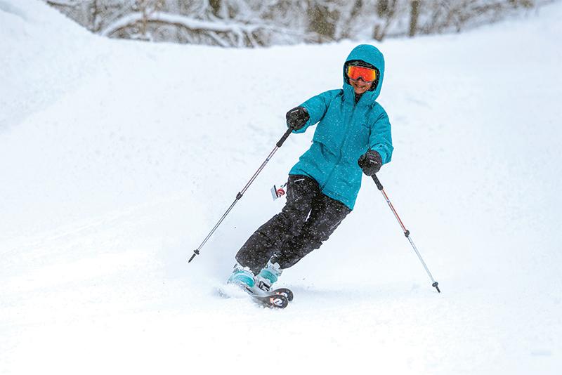women skiing stratton mountain